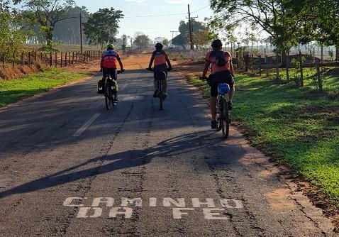 Cicloturismo: Três ciclistas de Turvo - PR estão percorrendo 900 KM do novo ramal do Caminho da Fé
