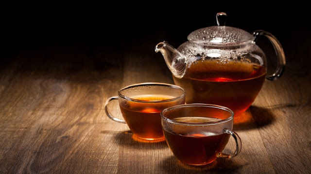 Selain mempunyai segudang manfaat di bidang kesehatan, teh ashitaba juga sering digunakan untuk masalah kecantikan. Ashitaba atau seledri jepang ini mengandung zat antioksidan, klorofil, betakaroten serta sejumlah vitamin, mulai dari vit B1,B3, B2, B6, B12, biotin, vitamin C dan asam folik.