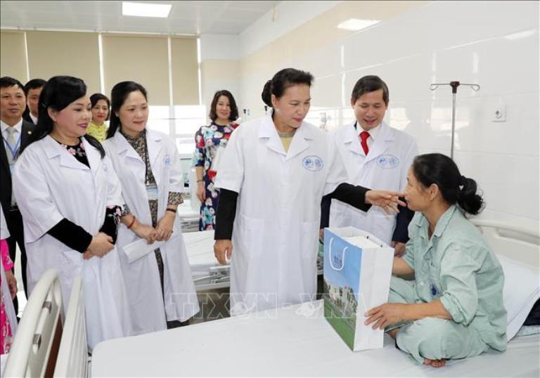 Đội ngũ y bác sĩ tại bệnh viện Y Học Cổ Truyền Trung Ương