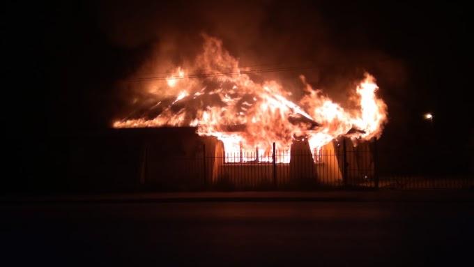 Voraz incendio consumió por completo el Club Andino Piltriquitrón