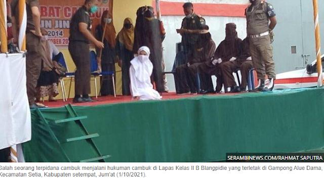 Dicambuk 100 Kali, Gadis Aceh yang Zina dengan Non-Muhrim Pingsan