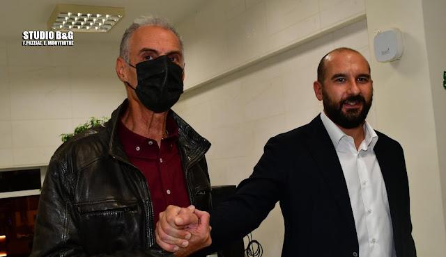 Θερμή υποδοχή του Γραμματέα της Κ.Ε του ΣΥΡΙΖΑ Δ. Τζανακόπουλου στο Ναύπλιο (βίντεο)