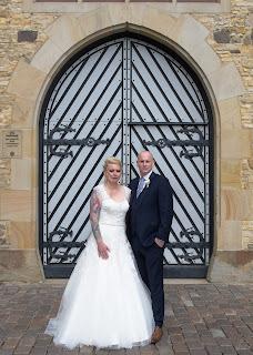 Brautpaar vor dem Standesamt Osnabrück Hochteit heiraten