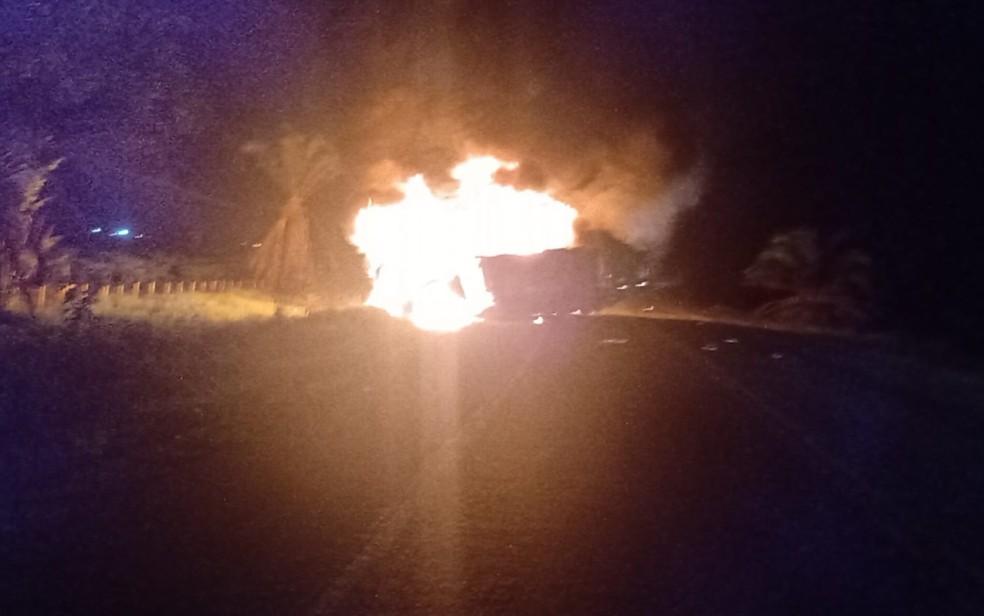 Acidente entre caminhões deixa cinco mortos na Bahia