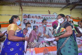 रक्षाबंधन की पूर्व संध्या पर कांग्रेस ने महिलाओं को बांटा साड़ी  | #NayaSaberaNetwork