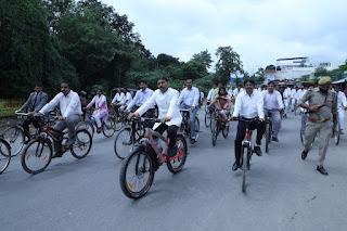 जिला जज की अगुवाई में निकाली गई साइकिल रैली  | #NayaSaberaNetwork