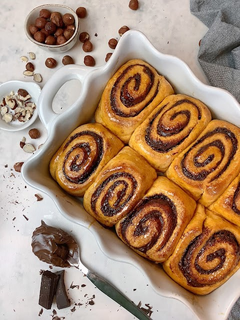 """""""Cinnamon rolls"""" de abóbora com recheio de manteiga de avelã e chocolate (saudável; fit)"""
