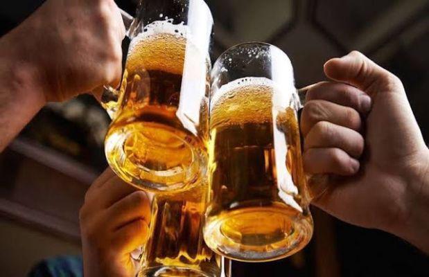 बियर पीने वाले सावधान! बियर पीने से होता है सेहत को बड़ा नुकसान