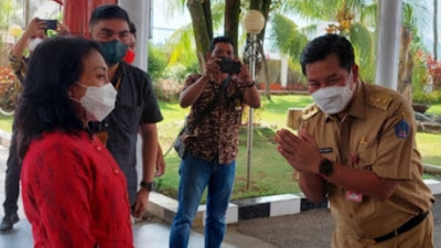Wagub Kandouw Sambut Kedatangan Menteri P3A Bitang Puspayoga