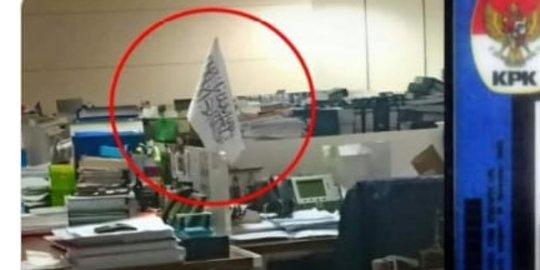 Pemilik Bendera 'HTI' di KPK Beragama Hindu, Kok Dikaitkan Taliban?