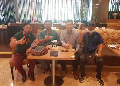 Askori Angota DPRD Bengkalis (dua dari kiri) bersama rombongan Trisha Jaya