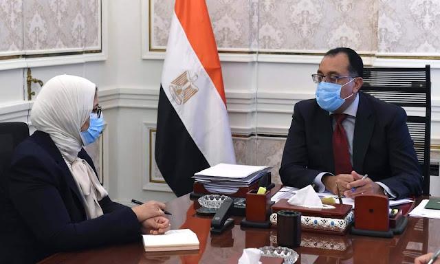 رئيس الوزراء يتابع مع وزيرة الصحة إجراءات تطعيم العاملين فى القطاع التعليمى