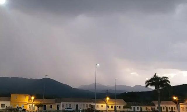 Chuva ajuda no combate de incêndio florestal na Serra das Almas em Rio de Contas