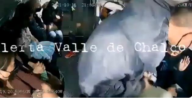 Video: Dale un balazo a este carnal! rata sínico atemoriza en violento asalto a Combi en Valle de Chalco