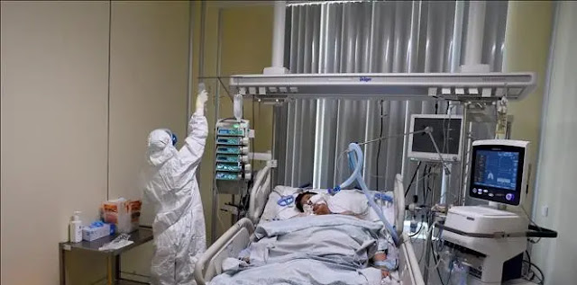 Treating patients infected with COVID-19 at a hospital in Saint Petersburg, Russia. Photo: AFP