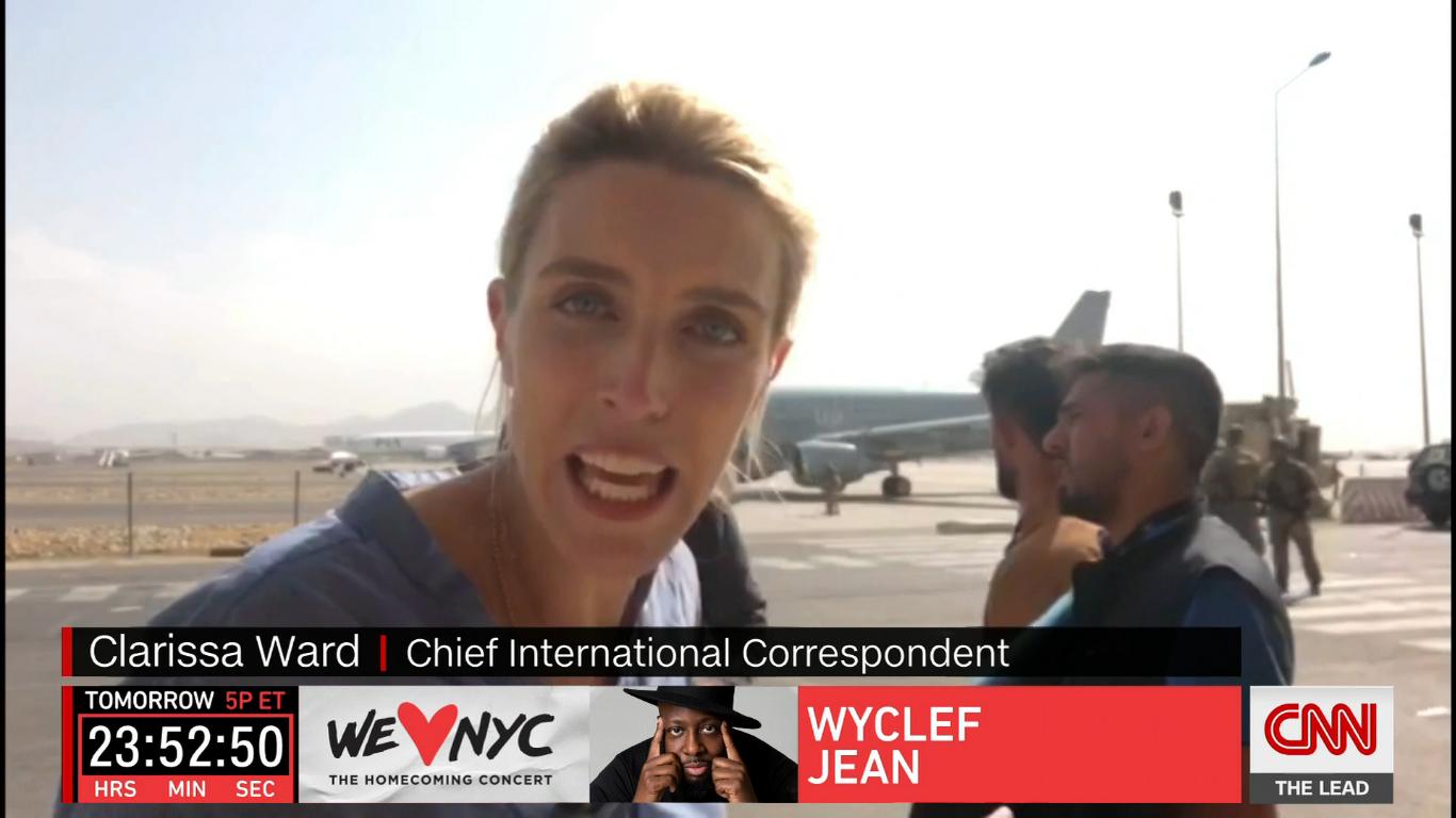 La periodista de la CNN Clarissa Ward fue evacuada de Kabul y compartió una foto impactante