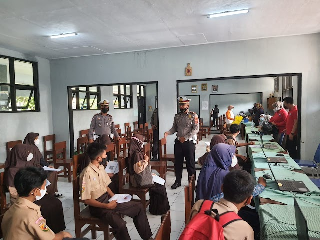 Siswa Sangat Antusias Ikuti Gerai Vaksin Presisi di Kampus SMPN 13 Kota Tasikmalaya