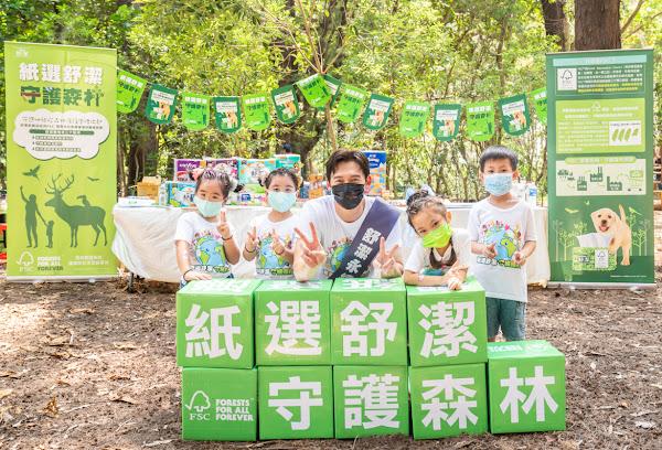 森林大使溫昇豪現身舒潔攤位,體驗互動遊戲認識FSC小樹標章認證