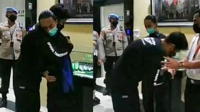 Oknum Polisi Banting Mahasiswa Minta Maaf, Korban dan Orangtuanya Dipeluk