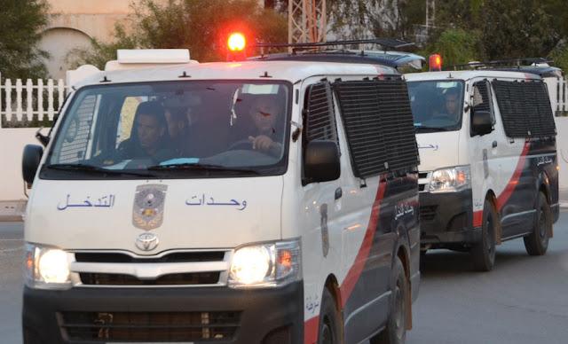 حرق سيارة الأمن في صفاقس  Voiture de police incendiée à Sfax