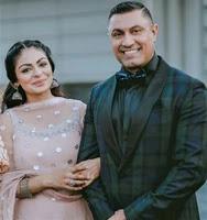 नीरू बाजवा अपने पति के साथ