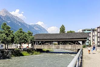 Ailleurs : Pont de la Bâtiaz à Martigny, dernier pont couvert carrossable du Valais - Suisse