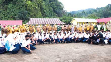 Wagub Audy tinjau vaksinasi di SMP N 10 dan SMK N 4 Sijunjung