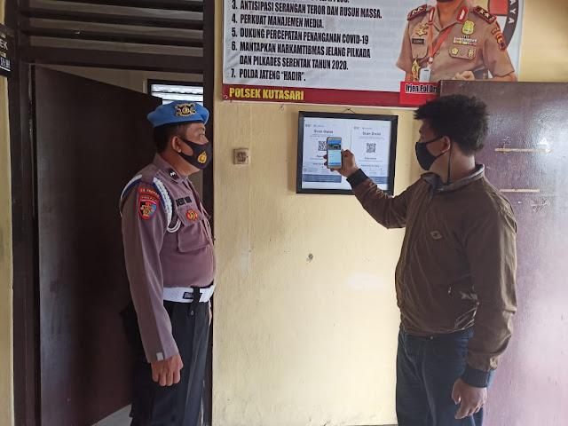 Polsek Kutasari Menerapkan Wajib Scan Barcode Aplikasi Peduli Lindungi