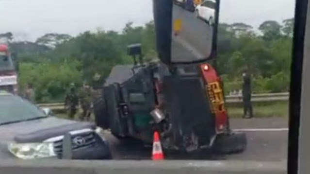 Viral Video Baraccuda Milik Brimob Terguling di Km 84 Tol Cipularang
