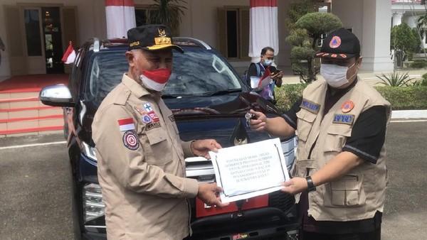 Panen Kritik, Gubernur Sumbar Serahkan Mobil Dinas Baru ke Satgas COVID