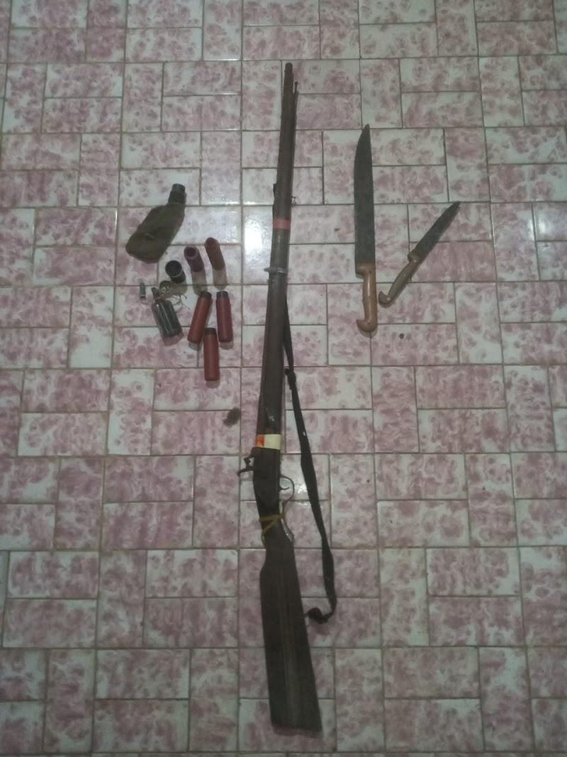 PM de folga contém homem transtornado e armado com duas espingardas em São José dos Basílios