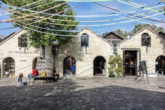 Paris : Bercy Village, histoire d'une aire commerciale unique, implantée au coeur d'un riche patrimoine architectural, souvenir du commerce vinicole à Paris - XIIème