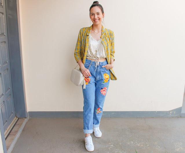 Look blazer xadrez amarelo e calça mom jeans!