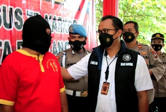 Kiriman dari Malaysia Masuk Batam, Dua Bungkus Teh China Isi 2 Kg Sabu