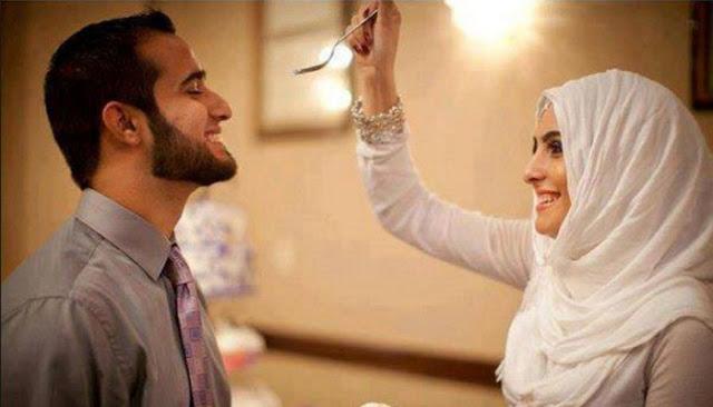 5 Amalan Istri Agar Rezeki Suami Lancar Mengalir Deras