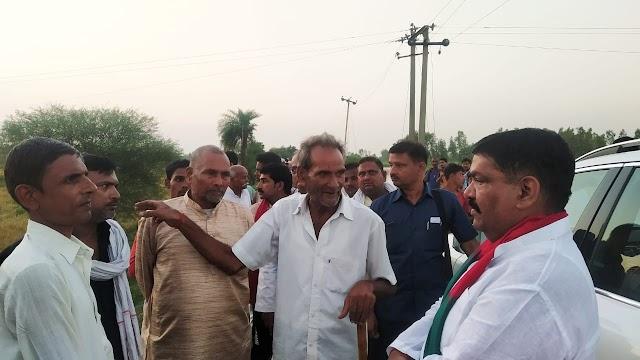 रामनगर क्षेत्र के बाढ़ पीड़ितों से मिले अरविंद सिंह गोप,दिया हरसंभव मदद का भरोसा
