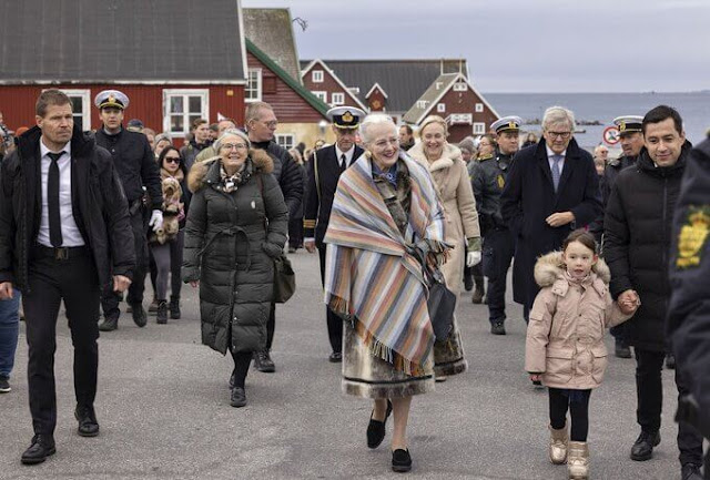 he Queen visited the memorial stone of Christian X and Queen Alexandrine
