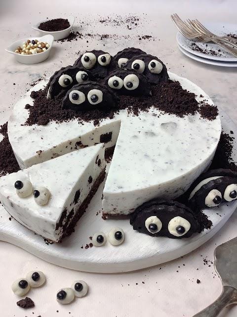Cheesecake de oreos saudável e fit (decoração Halloween)