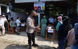 Kabid Humas Polda Banten Tinjau Pilkades di TPS 01 Desa Ciburuy Curugbitung Lebak