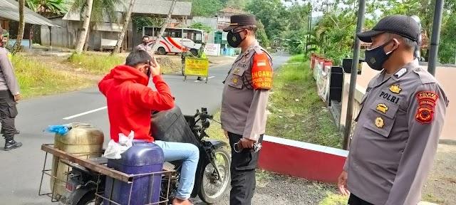 Patroli Kamtibmas,  Polsek Cikalong Himbau Warga Patuh Prokes Dan  Cegah Penyebaran Covid-19