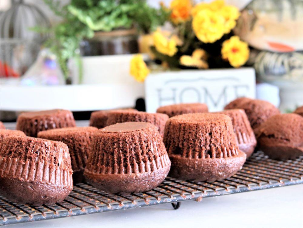 chocolate-cupcakes-mini-cakes-halloween-cakes-party-decorating