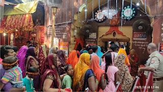 नवरात्र के दूसरे दिन शीतला चौकियां धाम में उमड़ा भक्तों का सैलाब  | #NayaSaberaNetwork