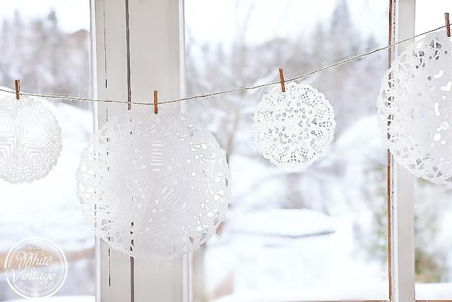 Fensterdeko für den Winter - Schneeflocken aus Papier