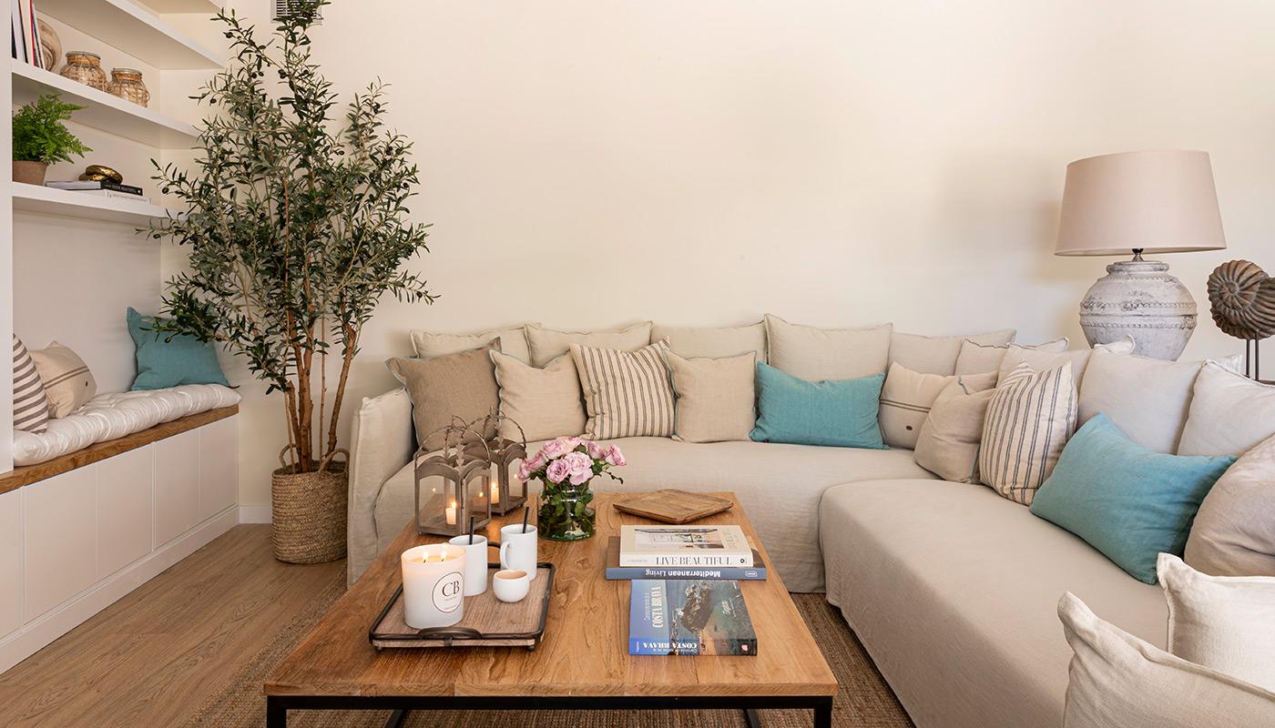 Mueble de pladur con asientos