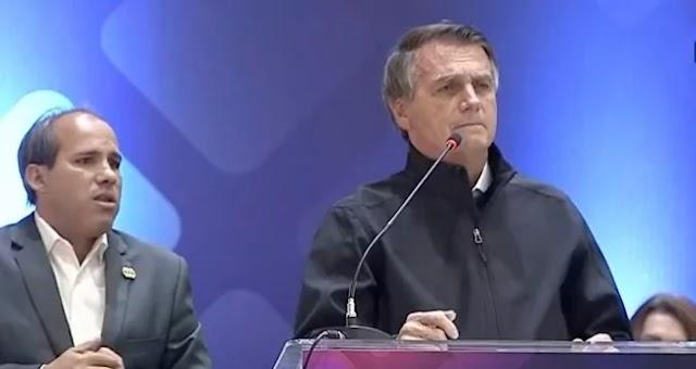 """BOLSONARO DENUNCIA """"CHANTAGEM"""" PARA TROCAR INDICAÇÃO AO STF"""