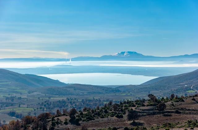 Το καθηλωτικό σκηνικό στη λίμνη Πετρών