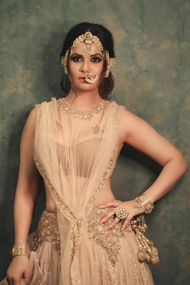 Actress Aabha Paul Latest Hot Photos in Pink Saree