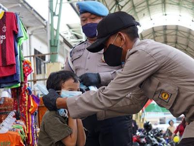 Cegah Penyebaran COVID-19, Satgas KRYD PPKM LAKUKAN PATROLI di Pasar Rakyat Tengah