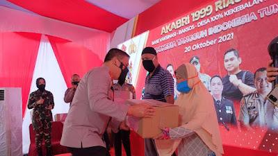 Alumni Akabri 99 Riau Peduli, Salurkan 1000 Bansos dan Gelar 1000 Vaksinasi.
