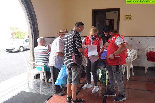 Cruz Roja ya está repartiendo los 3.3 millones de euros donados a La Palma entre las personas afectadas